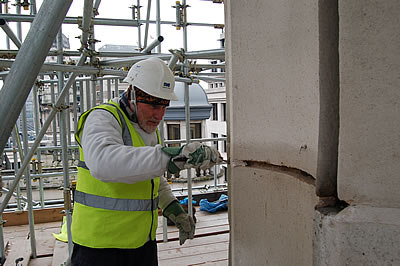 Repointing column joints after the removal of the cementitious mortar