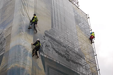 Close-up - Abseilers on the south elevation